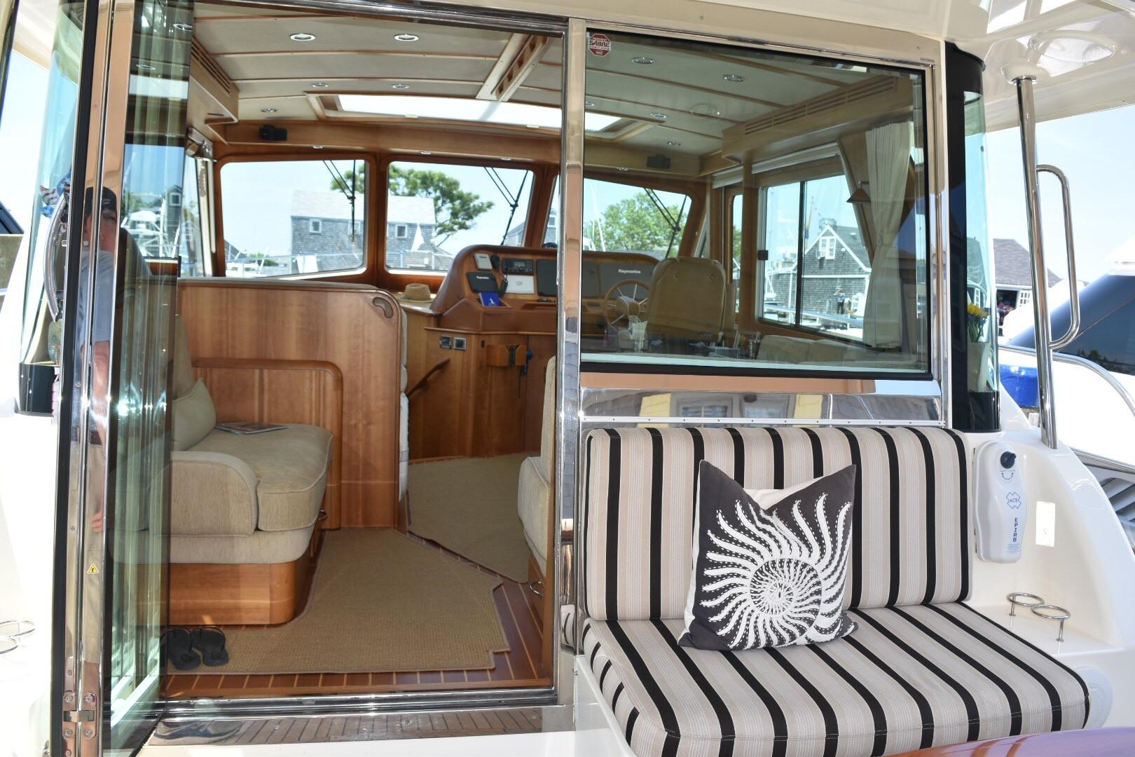 48 ft Sabre 48 SE Cockpit to Salon