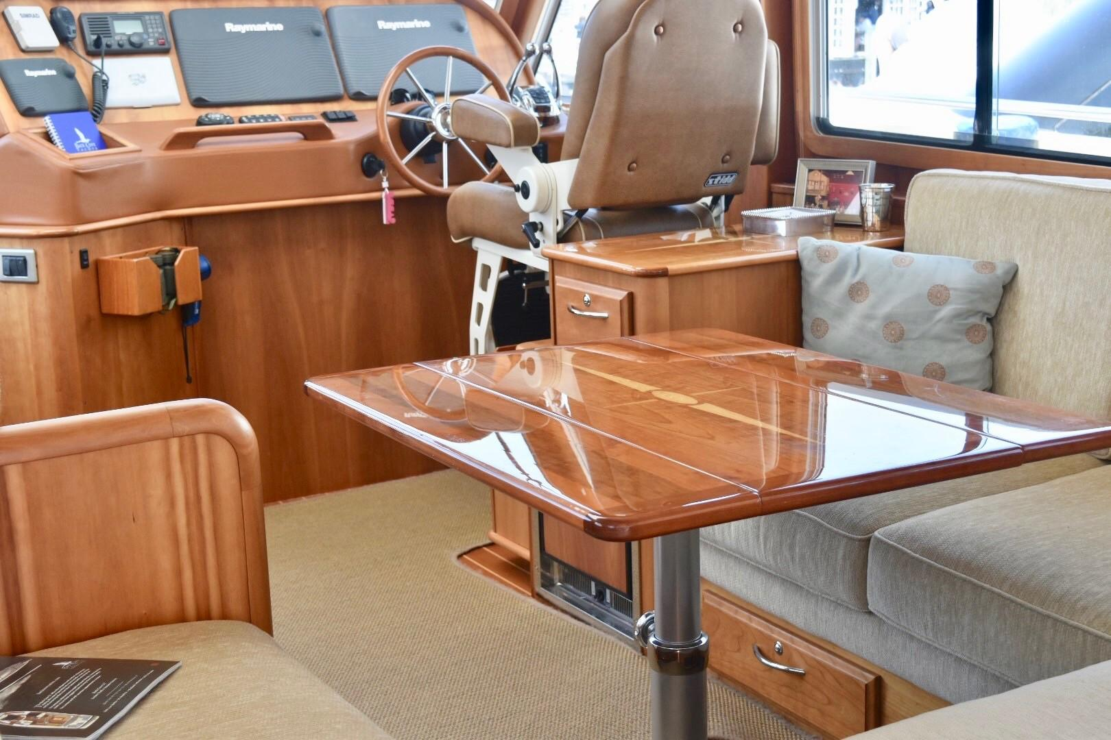 48 ft Sabre 48 SE Salon Table Extended