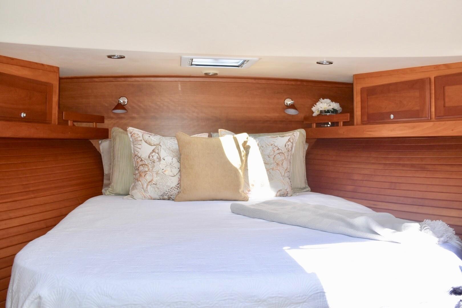 48 ft Sabre 48 SE VIP Guest Stateroom