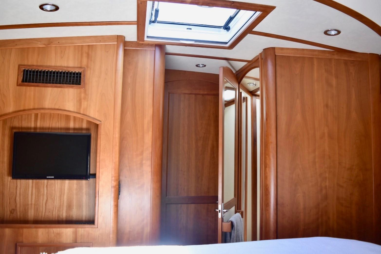 48 ft Sabre 48 SE VIP Guest Stateroom to Head