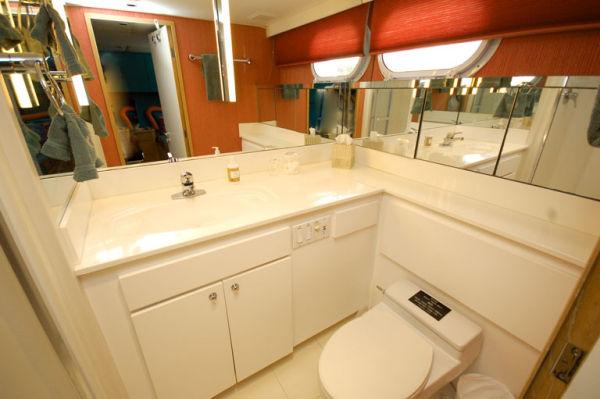 105 Broward Guest Twin Bath