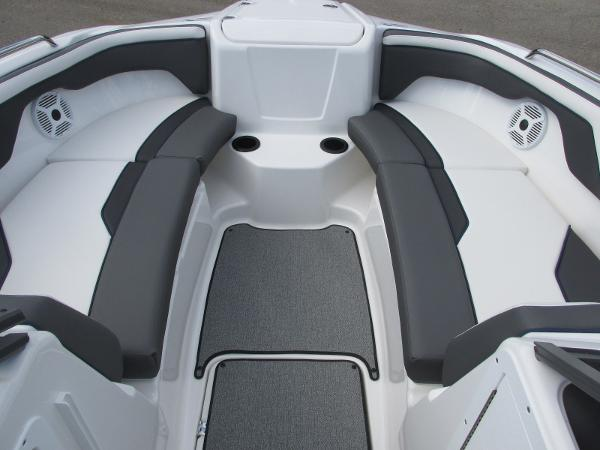 2020 Yamaha boat for sale, model of the boat is SX210 & Image # 8 of 39