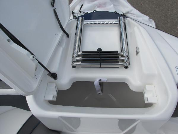 2020 Yamaha boat for sale, model of the boat is SX210 & Image # 12 of 39
