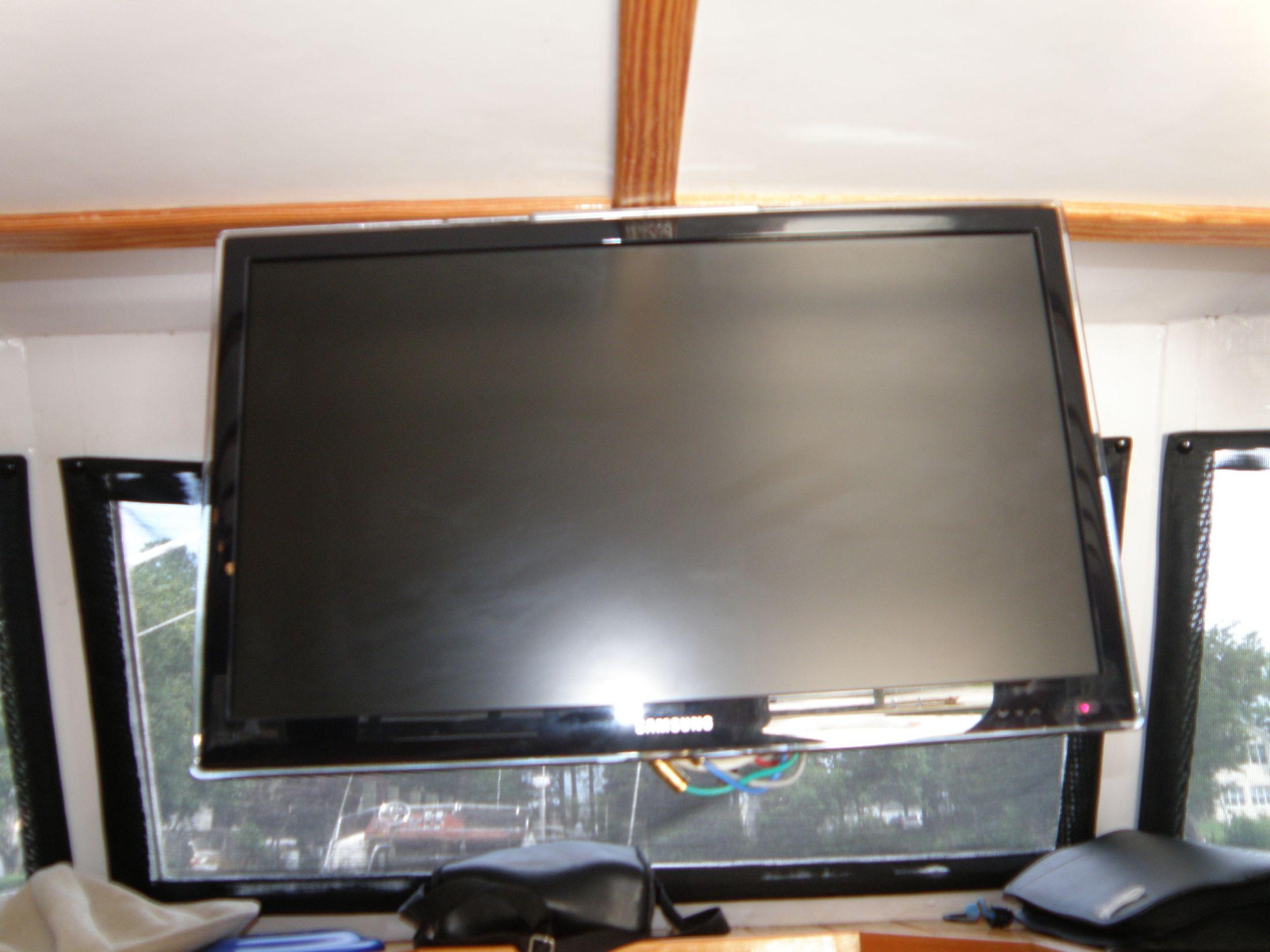 23 inch HDTV