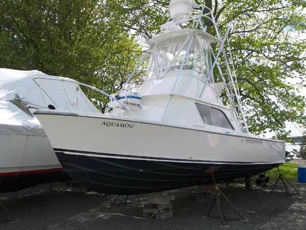 31' Bertram 31 Flybridge Cruiser