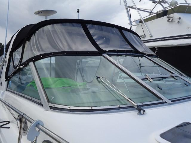 Sea Ray 290 Sundancer - front winshield glass
