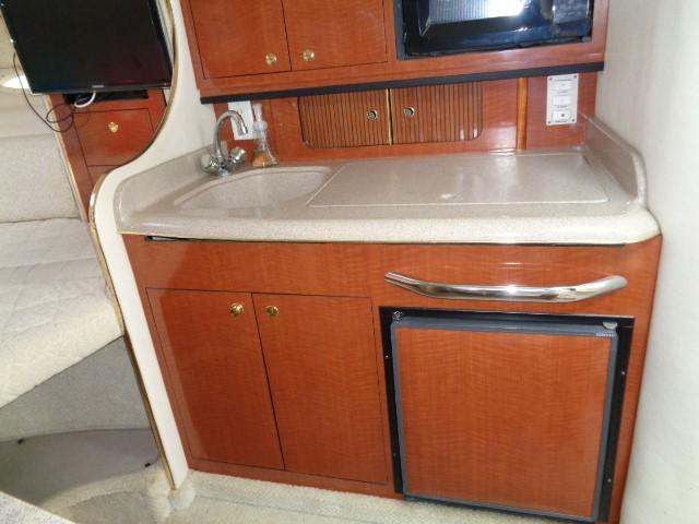 Sea Ray 290 Sundancer - Galley