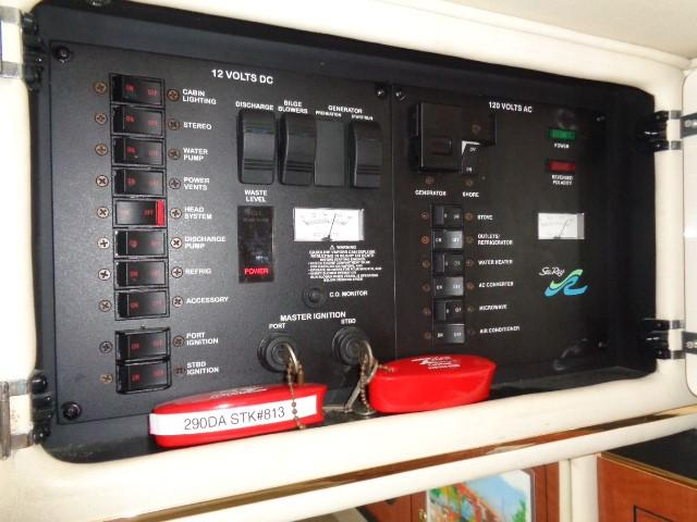 Sea Ray 290 Sundancer - control panels