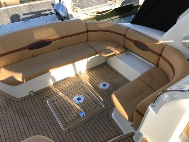 Formula 48 Yacht - Cockpit seating
