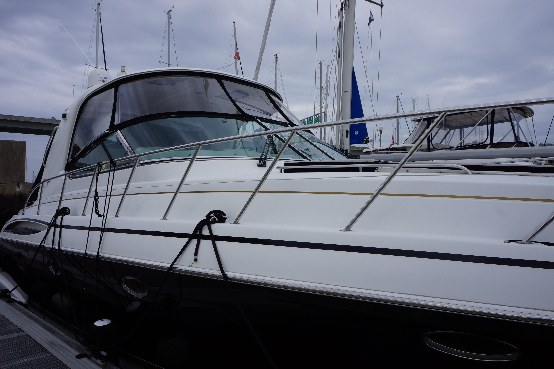 Formula 48 Yacht - Windshield