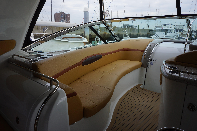 Formula 48 Yacht - Companion Seat to port