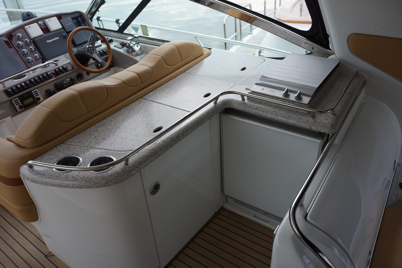 Formula 48 Yacht - Cockpit wet bar/icemaker/refer