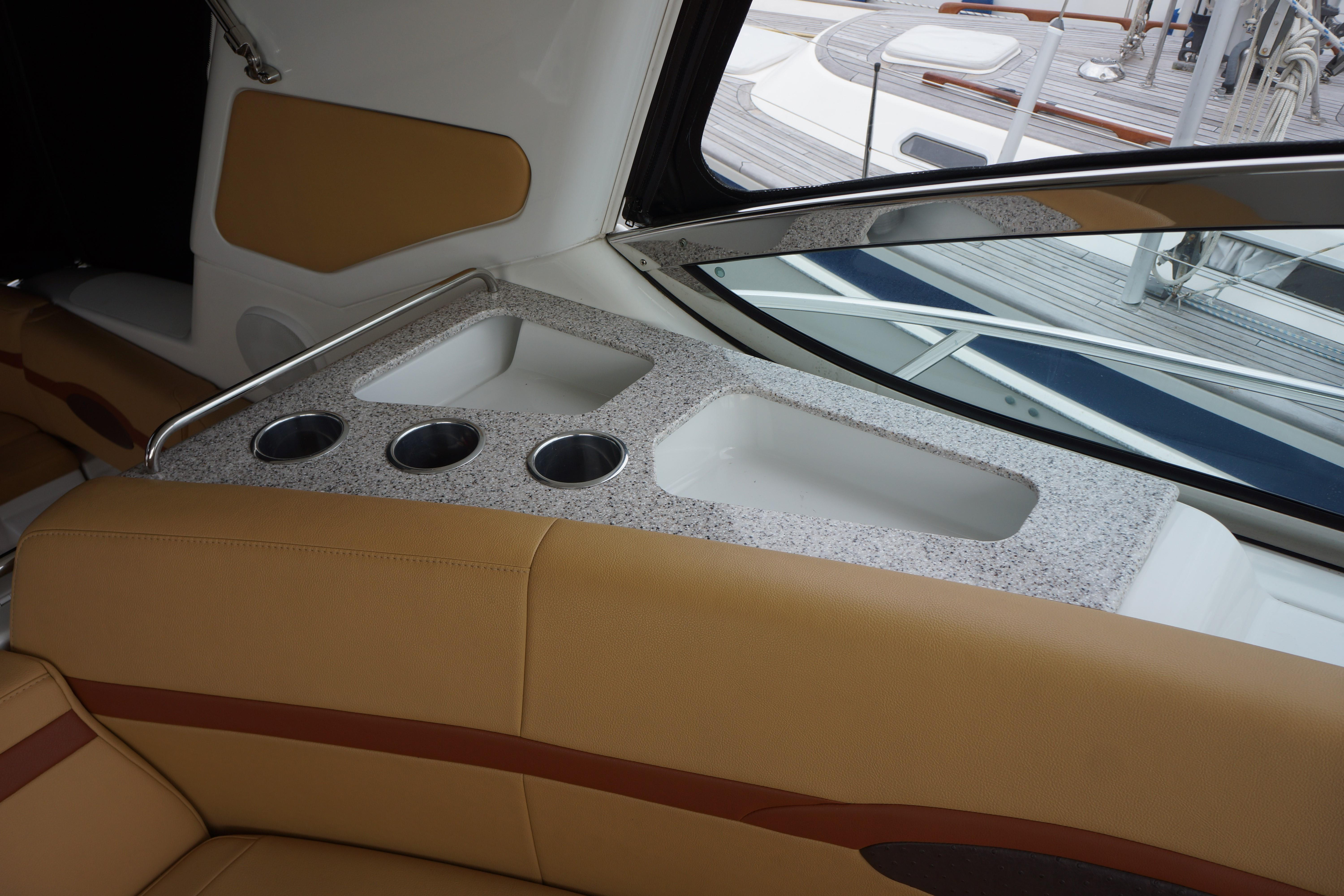 Formula 48 Yacht - Cup Holders