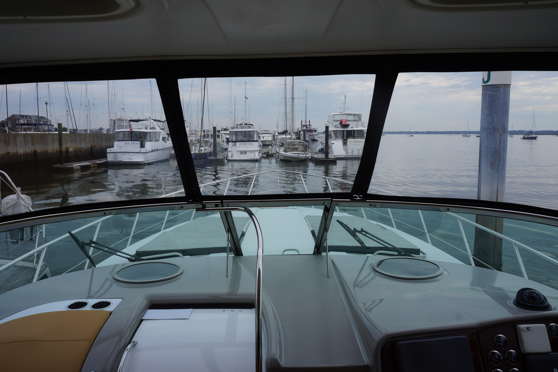 Formula 48 Yacht - Walk-thru windshield