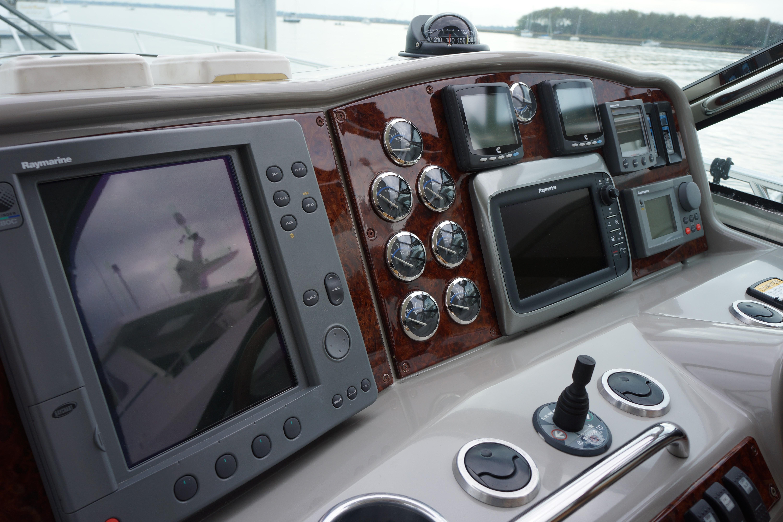 Formula 48 Yacht - Electronics