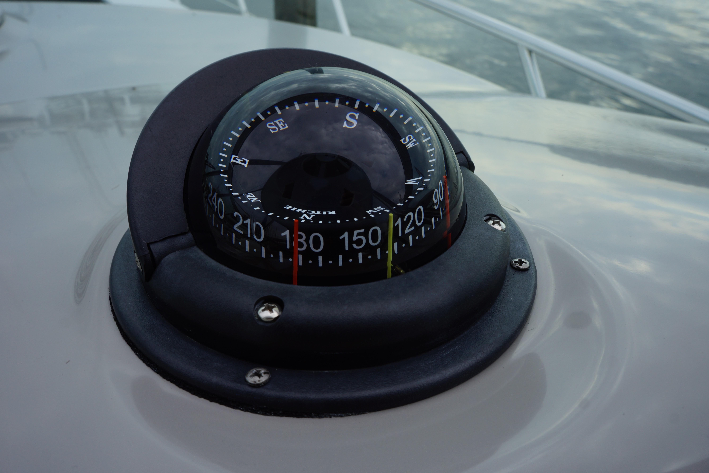 Formula 48 Yacht - Compass