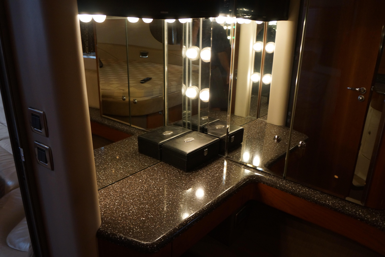 Formula 48 Yacht - Make-up vanity in MSR