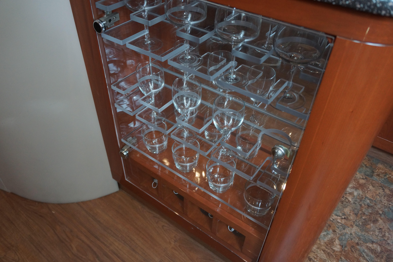Formula 48 Yacht - Wine glass cabinet