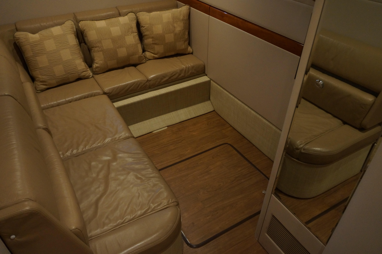 Formula 48 Yacht - Mid Cabin w/convertible berth