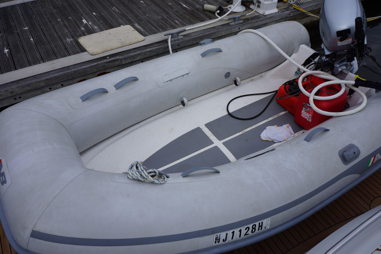 Formula 48 Yacht - Dingy on Hydraulic Swim Platform