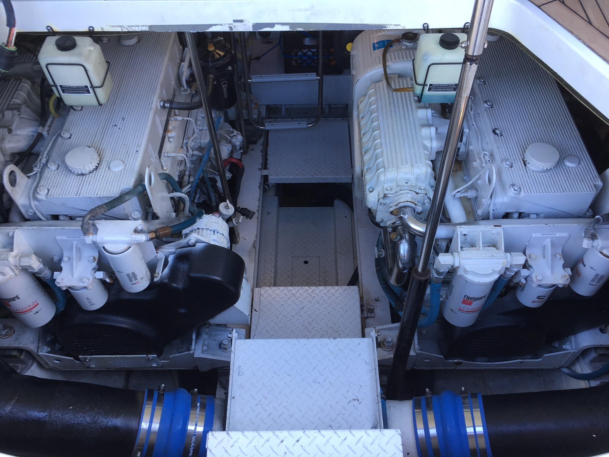 Formula 48 Yacht - Twin Cummins QSM-11s  660 HP