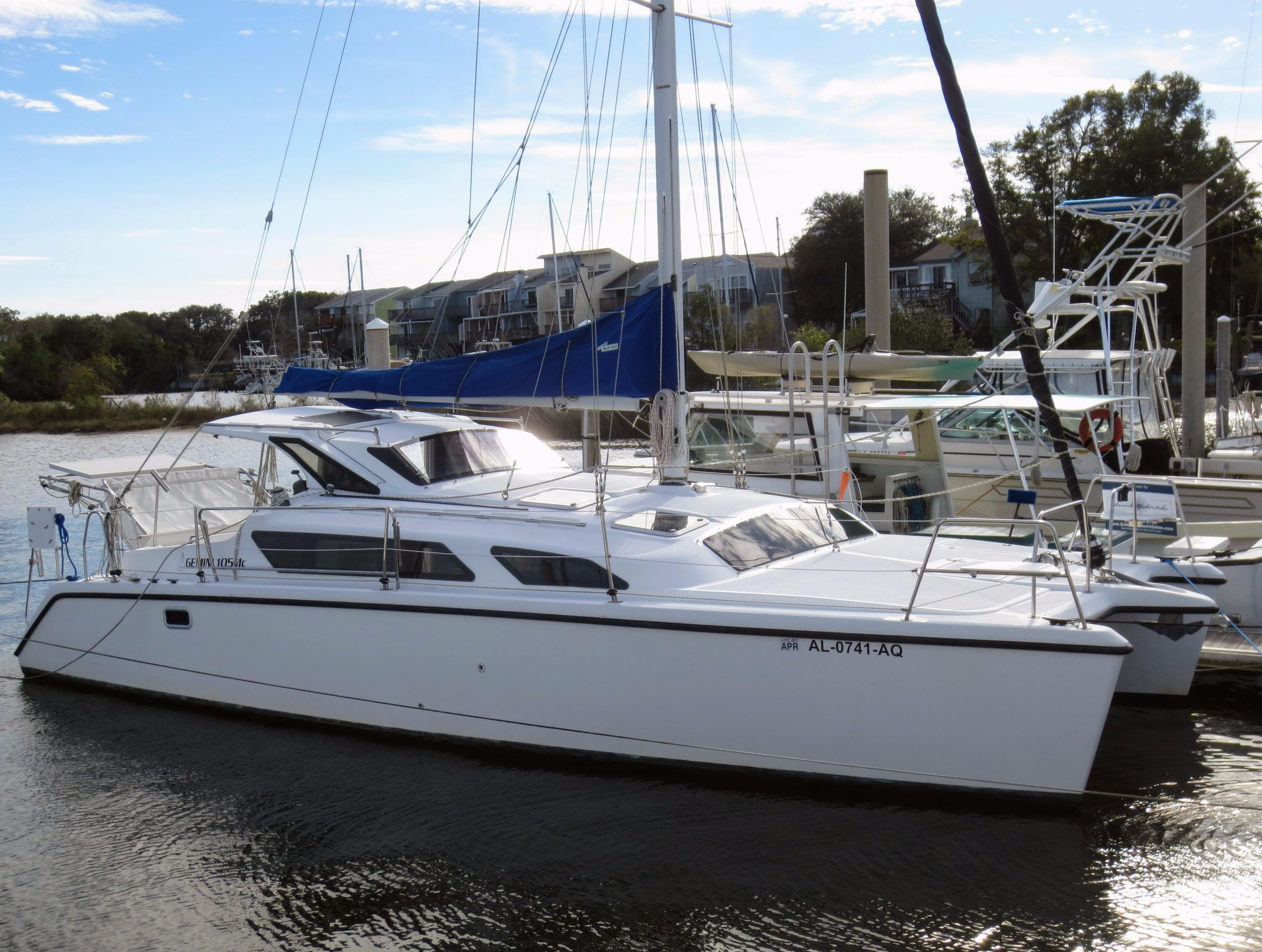 34' Performance Cruising 2009 Gemini 105Mc.