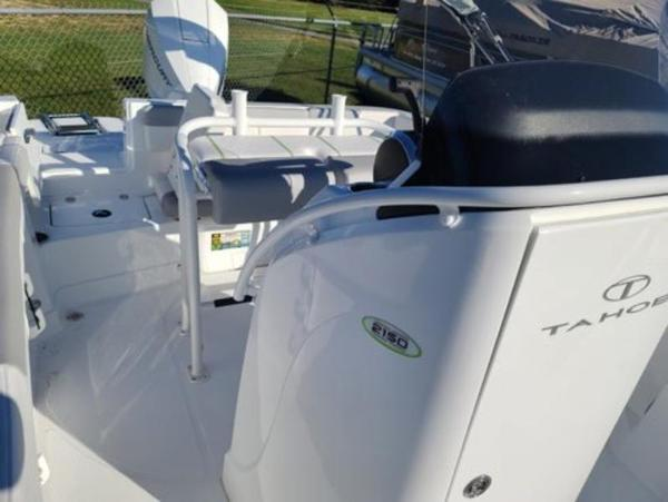 2021 Tahoe boat for sale, model of the boat is 2150 CC & Image # 6 of 10