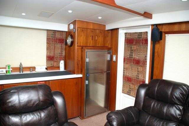 Cabin Galley Area Stbd