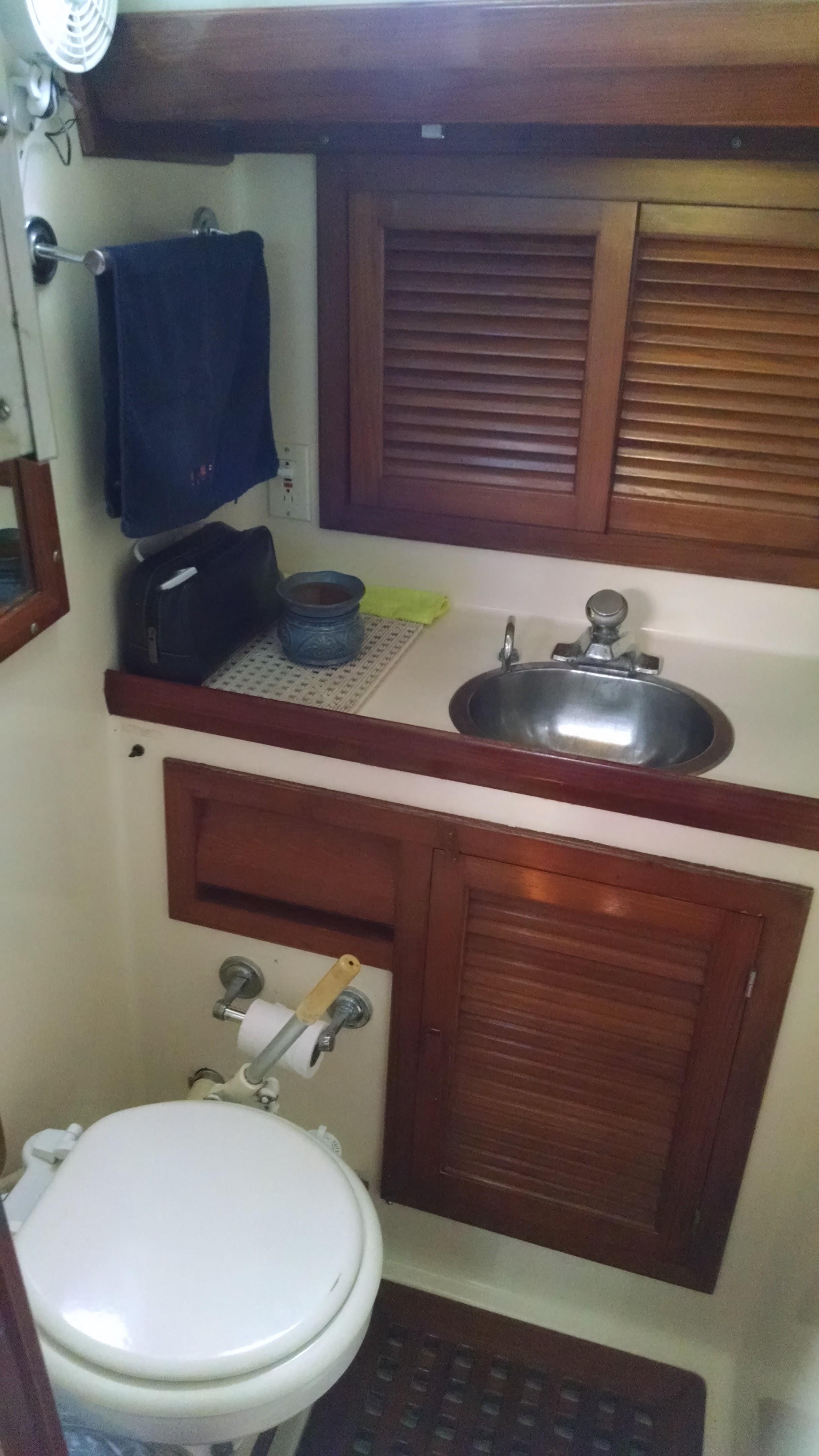 Enclosed Head w/ Vanity & Shower