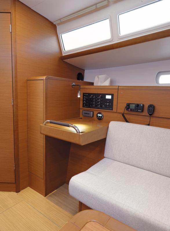 helloJeanneau Sun Odyssey 379 Stock Boat
