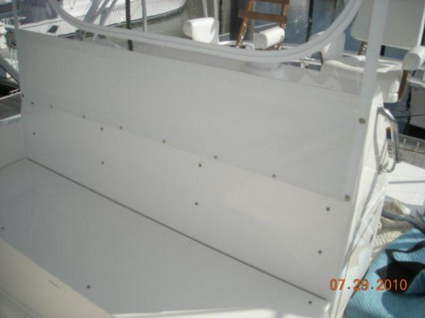 Flybridge Fwd Console Seating W/ Storage