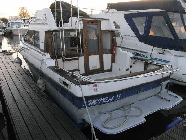 Bayliner 2550 Flybridge For Sale from TBS Boats