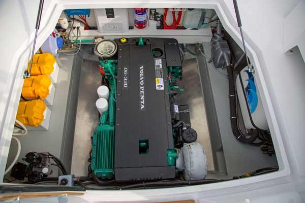 Sargo 31 - engine room
