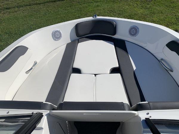 2021 Bayliner boat for sale, model of the boat is VR5 OB & Image # 4 of 10