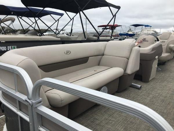 2018 Princecraft boat for sale, model of the boat is Vectra 23 & Image # 8 of 10