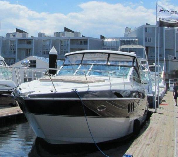 Cruisers Yachts360 Express