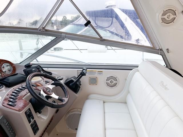 Rinker 342 Fiesta Vee - Photo: #6