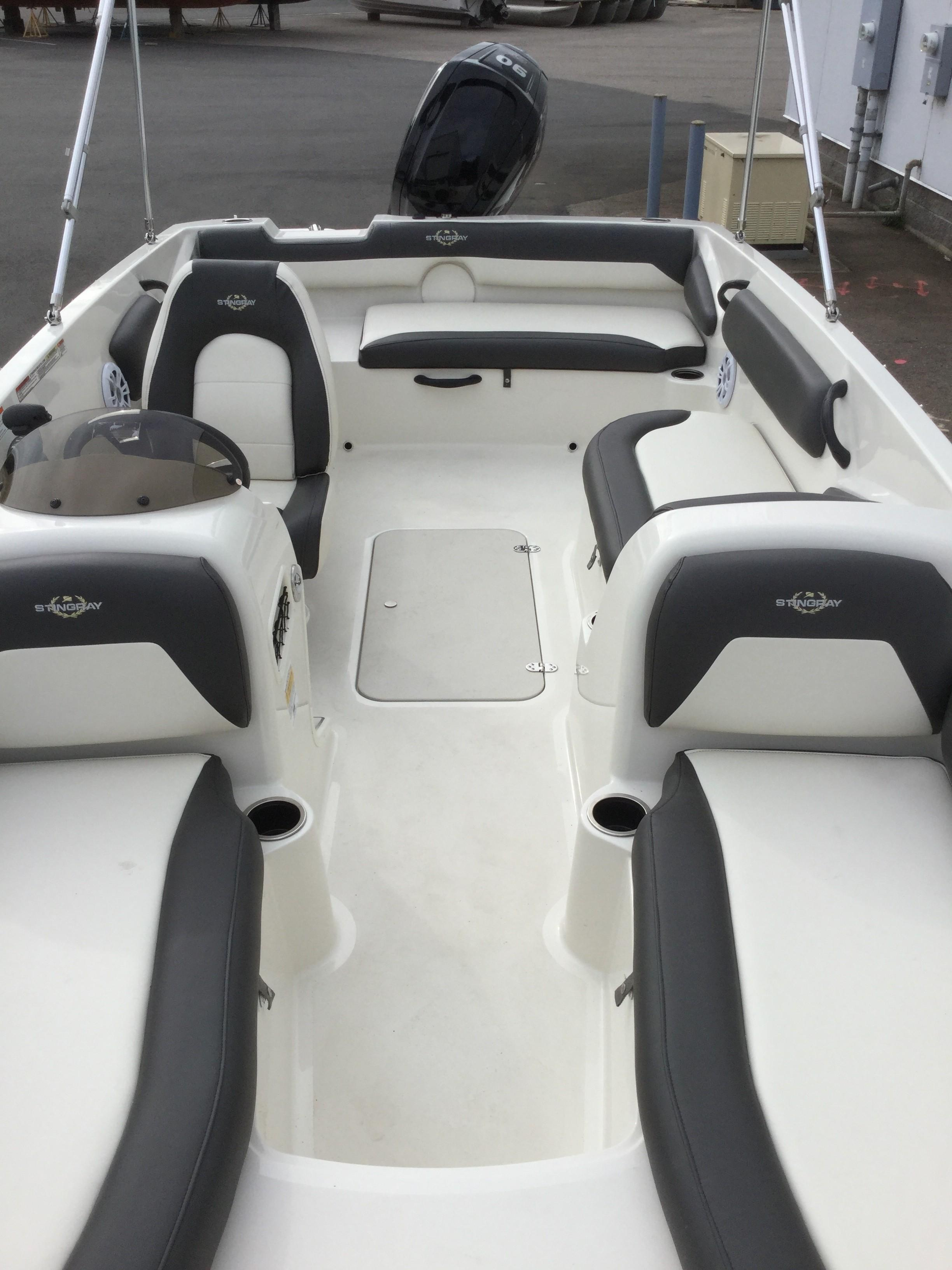 2019 Stingray boat for sale, model of the boat is 182 SC & Image # 4 of 7