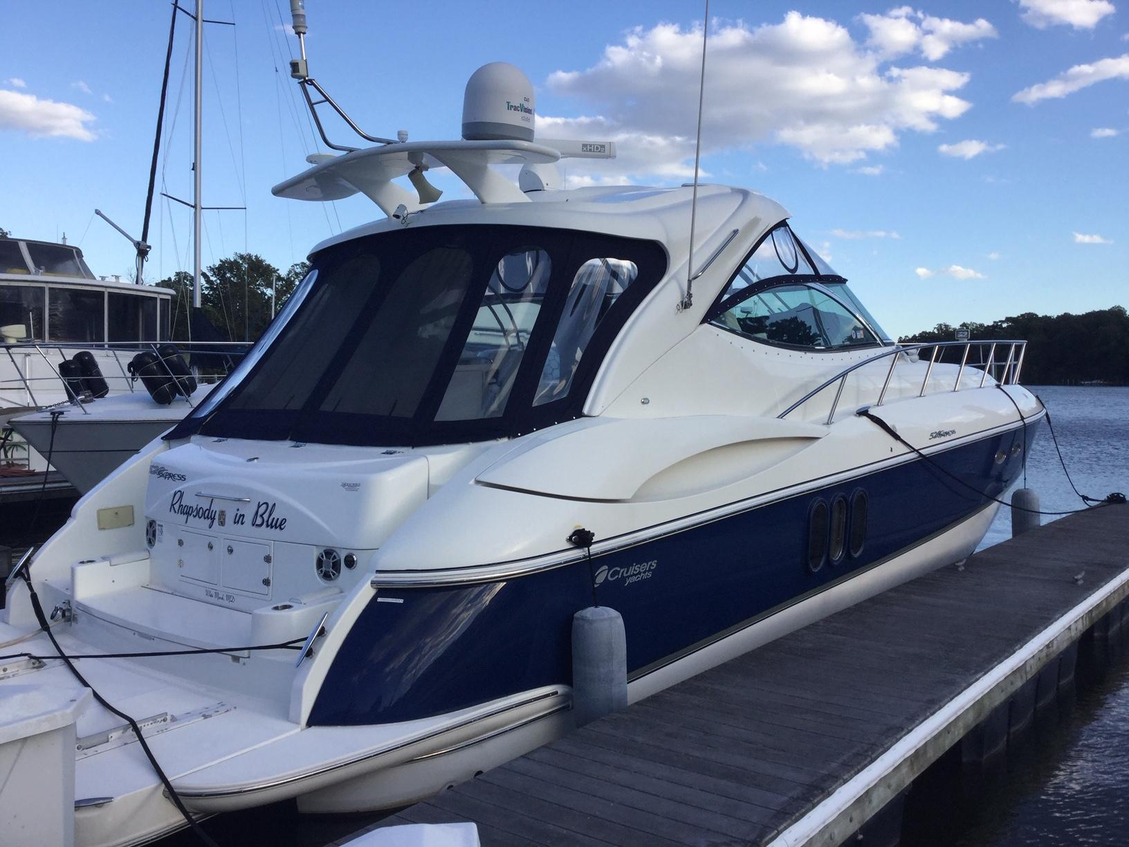 52.25 ft Cruisers Yachts 520 Express