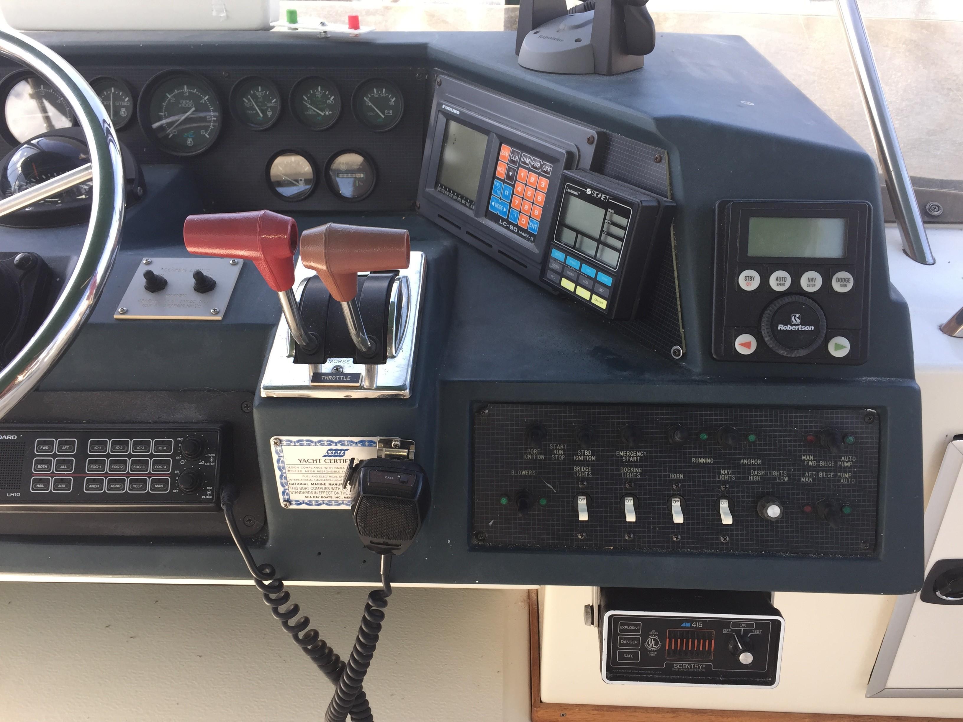 Sea Ray 440 Aft Cabin - Photo: #19