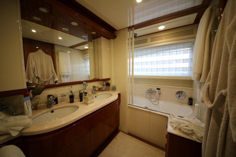 Main Deck Fwd Owner's Bathroom