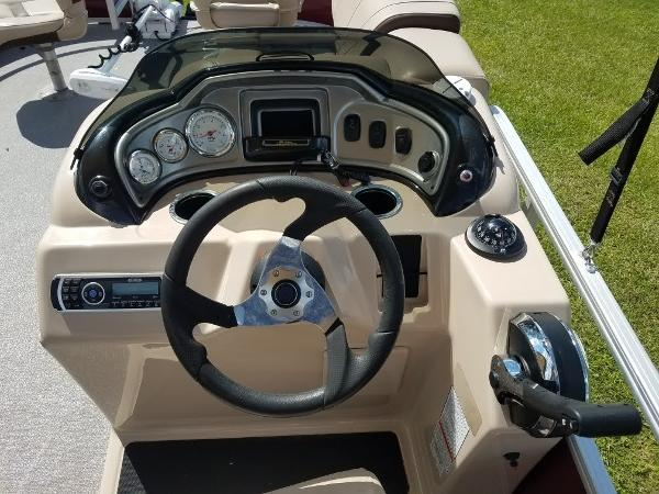 2018 Sun Tracker boat for sale, model of the boat is Fishin' Barge 20 DLX & Image # 4 of 13