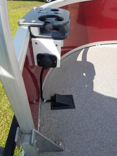 2018 Sun Tracker boat for sale, model of the boat is Fishin' Barge 20 DLX & Image # 6 of 13