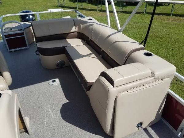 2018 Sun Tracker boat for sale, model of the boat is Fishin' Barge 20 DLX & Image # 8 of 13