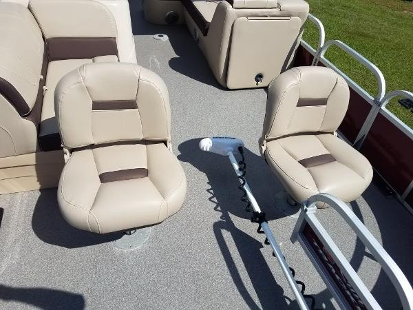 2018 Sun Tracker boat for sale, model of the boat is Fishin' Barge 20 DLX & Image # 10 of 13