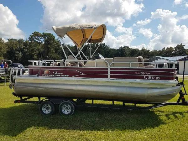 2018 Sun Tracker boat for sale, model of the boat is Fishin' Barge 20 DLX & Image # 12 of 13