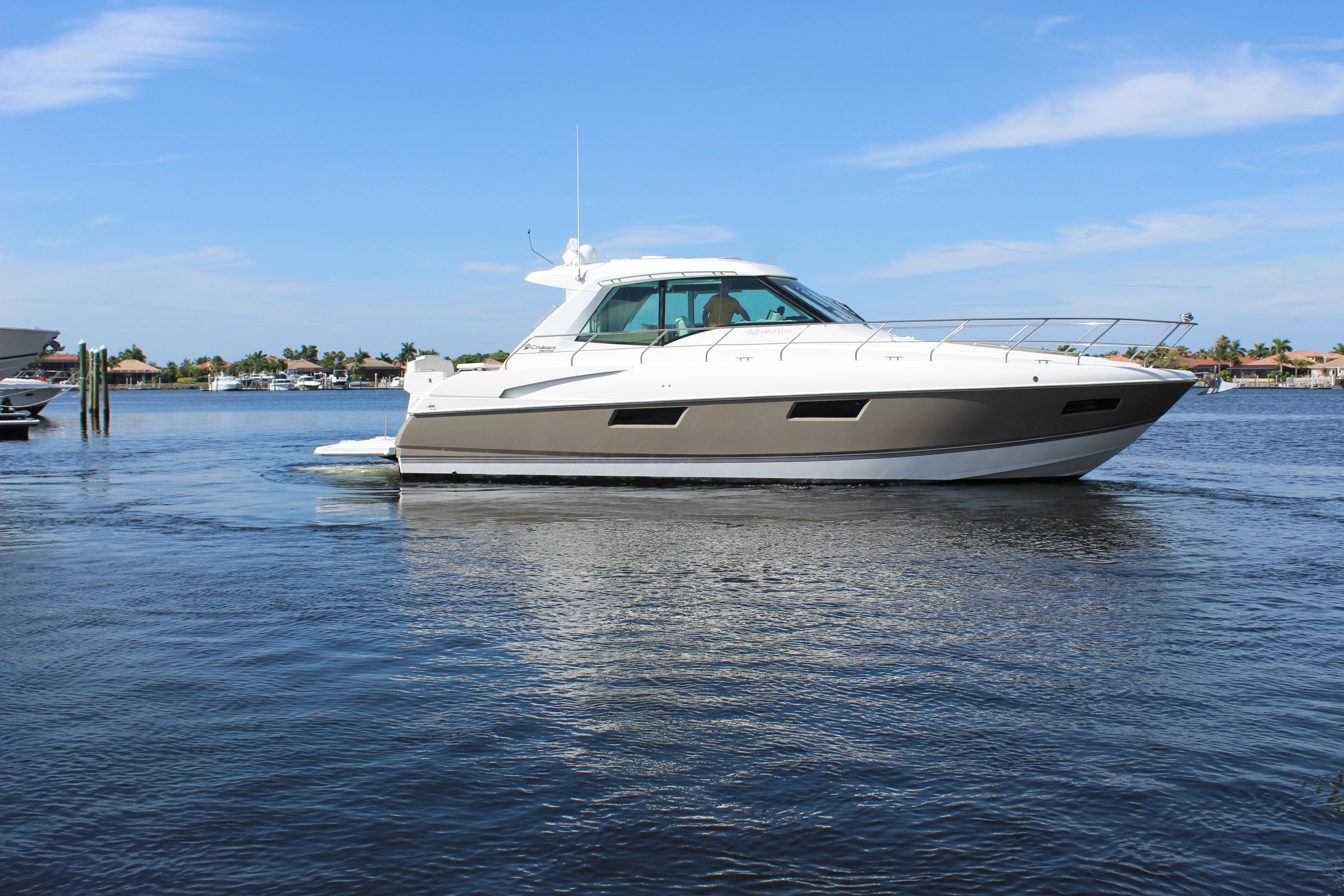 48 ft Cruisers Yachts 48 Cantius