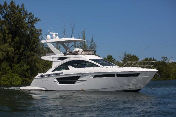 2018 54' Cruisers Yachts 54' Flybridge