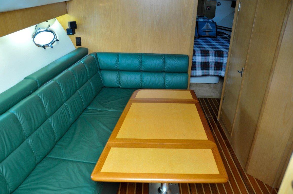 Salon Settee / Dinette / Additional Berth