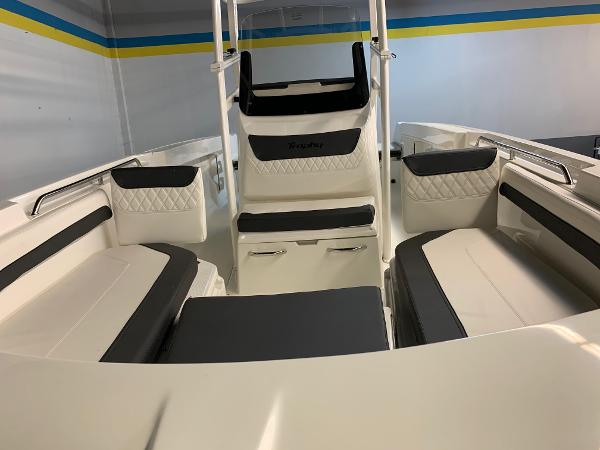 2021 Bayliner boat for sale, model of the boat is T22CC & Image # 4 of 23